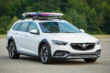 6.2019-Buick-Regal-TourX-front_right